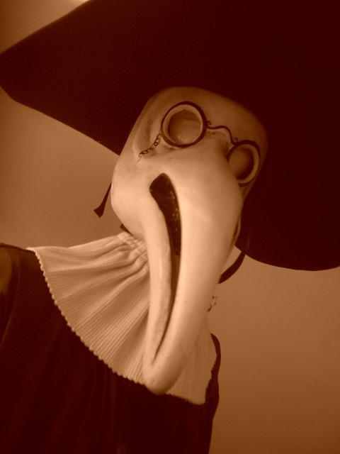 Masque de la peste musée médecine ERASME
