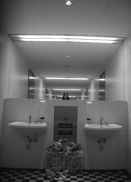 December 06 BONN damen toiletten SELF I