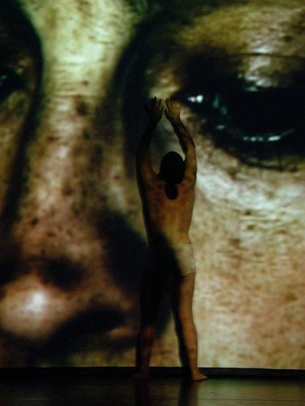 Mise abîmée - Angela Laurier - 22 Nov 07